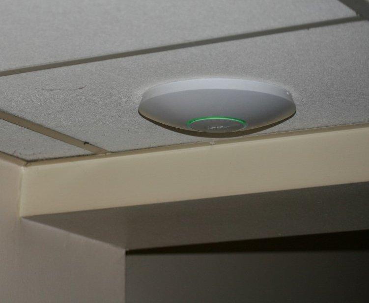 Точка доступа WiFi на потолке
